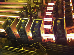 Bild 1 / Picture 1: Watt Drive Type K139 gearboxes drive the straightening rollers of a new casting strand at ArcelorMittal's steelworks in Belval